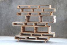 Maak je eigen designkast van pallets.Wil je meer inspiratie opdoen voor jouw interieur? Lees dan de artikelen op: www.mixinstijl.nl/blog
