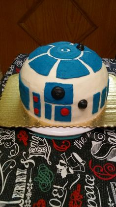 R2D2 cake. Buttercream.
