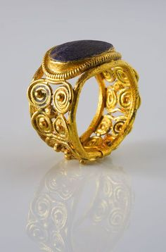 Ring Eastern Europe, 6th - 7th C. Gold and paste
