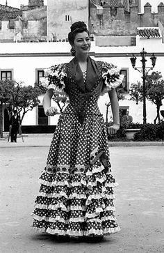 "gatabella: ""Ava Gardner at the Seville April Fair in Spain, 17 April 1950 "" Ava Gardner, Spanish Costume, Flamenco Dancers, Old Hollywood Stars, New York Photos, Spanish Style, Spanish Fashion, Vintage Glamour, Celebrity Style"