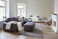 Herkullinen sohva sopii ihanasti hentoon sisustukseen. #etuovisisustus #olohuone #isku