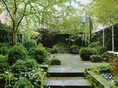 Urban Garden Design Julianne Moore's New York City garden was designed by Sawyer Landscape Architecture, Landscape Design, Garden Design, Architecture Interiors, Fence Design, Small Gardens, Outdoor Gardens, Modern Gardens, Townhouse Garden