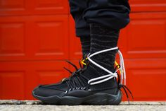 The Reebok x Pyer Moss DMX Fusion 1 Experiment Black is a totally fashion forward shoe with a highly engaging and puzzling look. Slip On Sneakers, Sneakers Nike, Sneaker Bar, Comfort Design, Best Running Shoes, Reebok, Fashion Forward, Air Jordans, Pairs