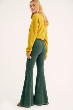 Modern 60s Fashion, 70s Inspired Fashion, 70s Fashion, Fashion 2020, Fashion Pants, Fashion Brand, Fashion Outfits, Denim Outfits, Outfits For Teens