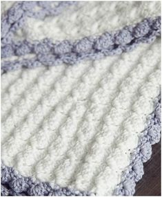 Vintage Chic Baby Crochet Blanket – Free Pattern Excellent blanket for newborn babies.Quite easy to do by every crochet lover. Delicate and cute yarn guarantees the soft effect. #crochet #crochetbalnket #freepattern