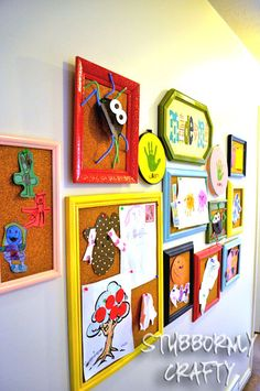 I love all of these How To ideas to display my kids artwork. This is perfect for all of their summer art projects! Displaying Kids Artwork, Artwork Display, Art Wall Kids Display, Hang Kids Artwork, Projects For Kids, Art Projects, Kids Crafts, Sewing Projects, Kids Art Galleries