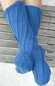 Носки  связанные  спицами по спирали