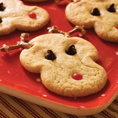 Start with refrigerated sugar cookie dough to make these adorable reindeer cookies. Kids can help place Rudolph's eyes, mouth, and antlers.