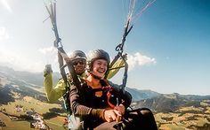 #Selfie beim #Paragleiten über den #Tiroler #Bergen © Katharina Kamleitner/watchmesee.com Bergen, Selfie, Travel Advice, Selfies, Mountains