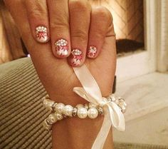 Ariana Grande Shows Off Her Beautiful Holiday Nails Holiday Nail Art, Christmas Nail Art, Christmas Love, Beautiful Christmas, Ariana Grande Nails, Ariana Grande Outfits, Cute Nails, Pretty Nails, Hair And Nails