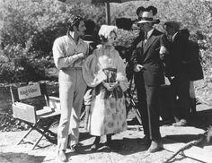 John Gilbert, Lillian Gish and Director King Vidor on the set of La Bohème, 1926. Photo Romance, John Gilbert, Lillian Gish, Billy Wilder, Get Up And Walk, Silent Film, Film Director, On Set, In Hollywood