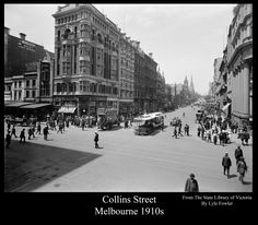 Historic Elizabeth Street in B & W : Nostalgia Board - Melbourne, Victorian & Australian Architecture Topics Vintage Architecture, Australian Architecture, Historical Architecture, Melbourne Street, Melbourne House, Melbourne Victoria, Victoria Australia, Old Pictures, Old Photos