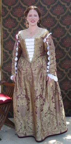 Italian Showcase - Kendra at the Realm of Venus:  A Venetian Gown in the Style of the 1560s