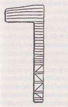 Geroglifico del termine Netjer, un'asta avvolta da lembi di stoffa che, sulla cima, formano una sorta di bandiera. Il simbolo potrebbe essersi trasformato nei tipici piloni con bandiere che affiancano i portali dei templi egizi e che già appaiono su raffigurazioni protodinastiche dinanzi al tempio della dea Neith. Disegno Sabina Marineo. Letters, Letter, Lettering, Calligraphy