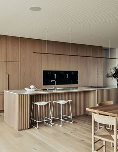 Blairgowrie Ocean Beach House by Planned Living Architects embraces its location and, through controlled vantage points feels, as though it is floating above the ocean below. Interior Desing, Interior Architecture, Home Decor Kitchen, Kitchen Interior, Timber Kitchen, Cocinas Kitchen, Cuisines Design, Home Studio, Küchen Design