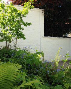 BUITENRUIMTE is een ontwerpbureau voor tuin, landschap, stedenbouw en publieke ruimte en staat voor een multidisciplinaire aanpak waarbij expertises vanuit verschillende werkvelden geïntegreerd worden benaderd. Het bureau onder leiding van Steve Van Ryckeghem hecht veel belang aan een bevragende en aftastende attitude en aan doorgedreven ontwerpend onderzoek waarbij heldere oplossingen voor complexe ruimtelijke vraagstukken worden geformuleerd. Daarbij wordt sterk gefocust op een functionele…