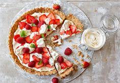 Rapea mansikkapiirakka Bruschetta, Yummy Cakes, Vegetable Pizza, Sweet Tooth, Deserts, Food And Drink, Sweets, Baking, Healthy