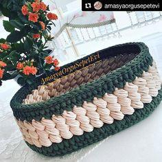 """⠀⠀⠀⠀⠀⠀⠀⠀⠀⠀ Aquele modelo de cesto que você """"baba"""" 🤤😄💖 ⠀⠀⠀⠀⠀⠀⠀⠀⠀⠀ #Repost @amasyaorgusepetevi (@get_repost) ・・・ ⠀⠀⠀⠀⠀⠀⠀⠀⠀⠀ ⠀⠀⠀⠀⠀⠀⠀⠀⠀⠀… Diy Crochet Basket, Crochet Bowl, Crochet Basket Pattern, Knit Basket, Crochet Art, Crochet Patterns Amigurumi, Crochet Dinosaur, Holiday Crochet, Crochet Handbags"""