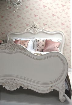 Shabby Chic ♥ Painted Vintage Bed