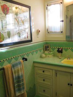 Vintage tile bathroom, Art Deco accessories on We Heart It Art Deco Tiles, Art Deco Bathroom, Bathroom Ideas, Bathroom Pics, Bathroom Inspiration, Yellow Bathrooms, Vintage Bathrooms, Bathroom Green, Art Nouveau