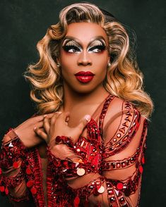 Probably the meanest queen in the game, but Todrick knows exactly what is up. A professional dance instructor, director, singer, actor and more- this queen knows the ins and outs. Greg Barnes, Hall Wallpaper, Todrick Hall, Drag Makeup, Makeup Art, Drag King, Queen Makeup, Cyndi Lauper, Musicals