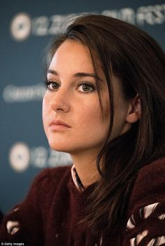Stunner: Shailene showed off her pretty features with natural eye-shadow