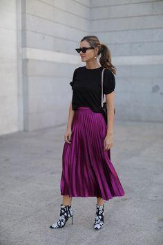 falda plisada looks - Lady Addict Dressy Outfits, Spring Outfits, Cool Outfits, Lila Rock, Pleated Skirt Outfit, Pleated Skirts, Purple Skirt Outfits, Swag Dress, Modest Fashion