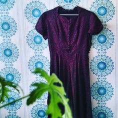 Klänning från 50-talet med mååånga klädda knappar. Visst är den fin! #Erikshjälpen #secondhand #inspiration #retro. Detta är ett inlägg från vårt Instagram.  . Erikshjälpen Second Hand Inspiration Inredning