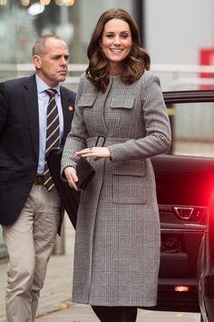 Herzogin Catherine Wählt Für Ihren Besuch In Manchester Einen Mantel Von LK  Bennett.