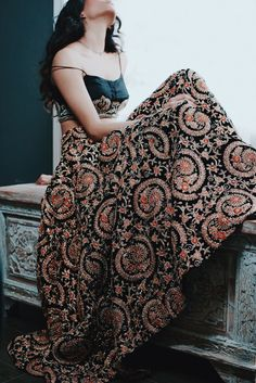 63 trendy skirt outfits indian boho style 63 trendige Rock-Outfits im indischen Boho-Stil This image has get Indian Wedding Outfits, Indian Outfits, Indian Fashion, Boho Fashion, Indian Look, Indian Bridal Lehenga, Boho Stil, Lehenga Designs, Indian Couture