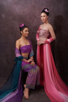 44 Ideas Jewerly Model Asian For 2019 Source by dresses ideas Traditional Thai Clothing, Traditional Dresses, Thailand Outfit, Thai Wedding Dress, Thai Fashion, Flannel Fashion, Thai Dress, Indian Girls, Indian Outfits