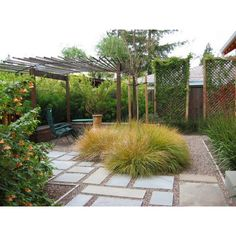 Garden with gravel and stepping stones with pretty thicket, pretty or not? #rumahkugarden