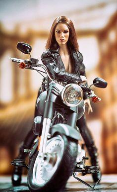 Classics – We Sell Classic Cars Worldwide! Lady Biker, Biker Girl, Biker Photoshoot, Rooftop Photoshoot, Biker Chick Outfit, Motard Sexy, Chicks On Bikes, Electra Glide Ultra Classic, Estilo Rock