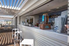 Stabilimenti balneari a Cannes, Francia. Rivestimento per esterno in legno di Larice Siberiano Smaltato