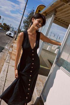 0c887f70b2a66 14 nejlepších obrázků z nástěnky Black midi dress | Lil black dress ...