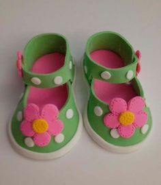 daisy pink Fondant shoes cake toppers by Ninettacakes on Etsy