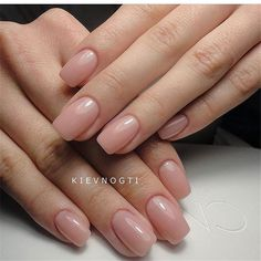 The length of natural nails do not prevent us from doing housework, and they also reflect our pursuit of exquisite life in a busy workplace. The colors and patterns of natural nails are simple and generous, but not overly exaggerated. Manicure Natural, Natural Acrylic Nails, Squoval Acrylic Nails, Nail Shapes Squoval, Natural Nail Art, Square Gel Nails, Short Square Acrylic Nails, Cute Nails, My Nails