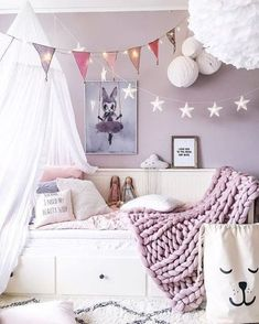 Lilac purple girl's room