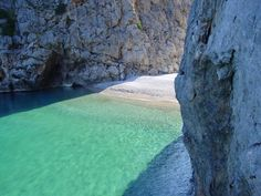 Beaches of Mallorca, distances from port of Palma. Vacation Destinations, Vacation Trips, Monuments, Mallorca Beaches, Palm Tree Island, Costa, Beach Vibes, Balearic Islands, Sea Waves