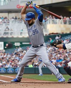 Eric Hosmer, KC, with a close call in MIN/ June 2015