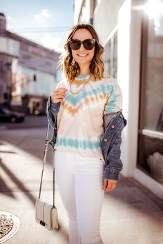 """Today is the first installment of my SPRING TREND SERIES. I wanted to start with the grooviest and most """"California"""" trend for spring – the TIE-DYE trend. Womens Tie Dye Shirts, White Jeans Outfit, How To Tie Dye, Tie Dye Outfits, Tie Dye Patterns, Spring Trends, Unique Fashion, Diy Fashion, Ladies Day"""