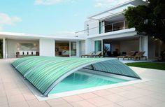 Stel je voor: je zwemt in je eigen zwembad in de tuin onder een botanisch afdak.   Hoezo luxe? Botanisch afdak Abrisud:  http://www.wonen.nl/informatie/Abrisud:-botanisch-afdak-zwembad/5348