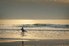 Surf en la playa de Camposoto (San Fernando, Cádiz) / Surf in Camposoto beach (San Fernando, Cádiz), by @rafa_delaghetto San Fernando Cadiz, Surfing, Social Media, Beach, Water, Outdoor, Parks, Cities, Places
