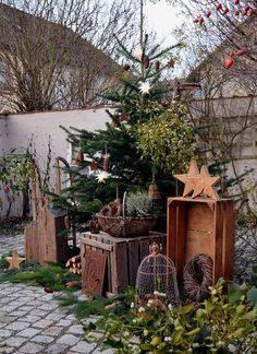 Christmas Porch Decor Ideas – Dekoration Style – Home Decoration Christmas Garden Decorations, Christmas Porch, Farmhouse Christmas Decor, Primitive Christmas, Rustic Christmas, Christmas Holidays, Xmas, Primitive Autumn, Primitive Decor