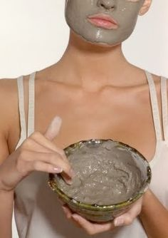 MÁSCARA DE HUMEDAD: Hidratar la piel con Miel y aceite de oliva posee hidratos de petróleo humedad extremadamente bien y el olivo bueno, también. Mezcle partes iguales de aceite de oliva y la miel (y añadir un chorrito de zumo de limón si lo desea) para crear una crema pastosa. Frote sobre la piel seca y dejar reposar durante 10-20 minutos. Su piel estará hidratada durante mucho tiempo para venir después