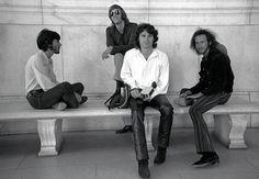 """Jim Morrison anısına, 5 farklı yorumuyla: The Doors klasiği """"Hello, I Love You"""""""