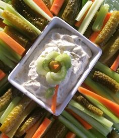 Simply mix 5 ml of dotSPiCE for gArLiC LoVeRS with 230 ml of sour cream and serve with cut carrots, celery and cucumber.Entertaining gluten free guests made easy with dotSPiCE! Sour Cream, Make It Simple, Dips, Spices, Gluten Free, Cooking Recipes, Ethnic Recipes, Food, Glutenfree