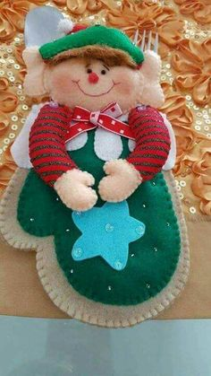 Porta cubiertos duende Christmas Sewing, Christmas Crafts, Christmas Decorations, Christmas Ornaments, Holiday Decor, Punch Art, Felt Ornaments, Christmas Stockings, Lily