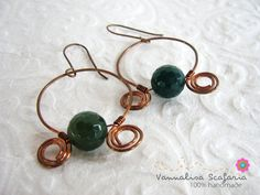 These earrings are neoclassical, with their amphora shape moulded by hand (and hammer) to copper wire. And green agate beads add a touch of colour and preciousness.