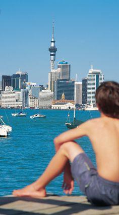 Prachtig uitzicht op de #SkyTower van #Auckland in het #NoorderEiland!